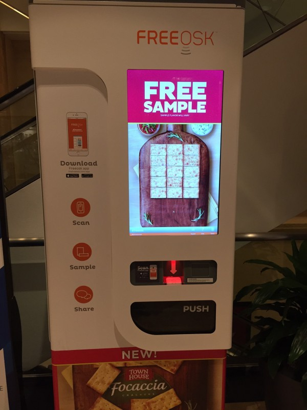 Free Sample Station in der GGP Mall, Chicago.